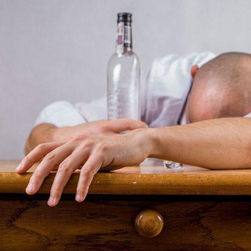 Esperal a alkohol – wszystko o konsekwencjach połączenia disulfiramu z etanolem