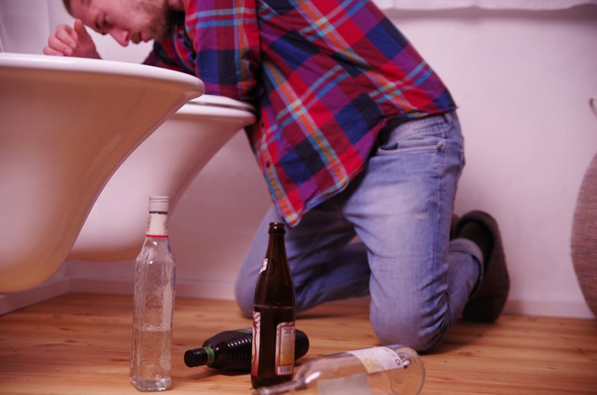 Alkoholowy zespół abstynencyjny – czym jest i jak sobie z nim radzić?