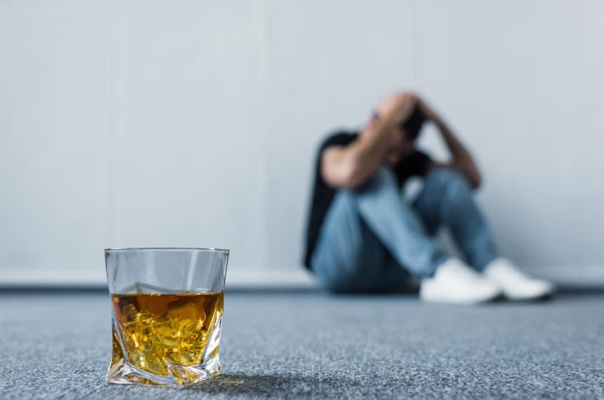 Czym jest depresja alkoholowa? Jak długo trwa? Jak ją leczyć?