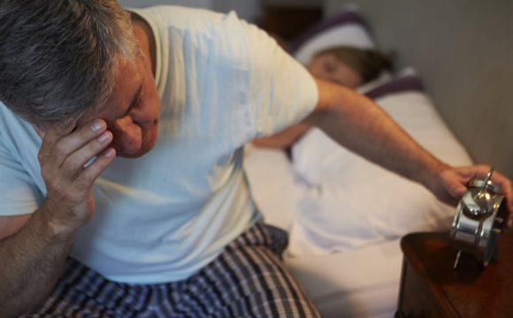 Bezsenność po alkoholu. Jaki wpływ na sen ma picie?