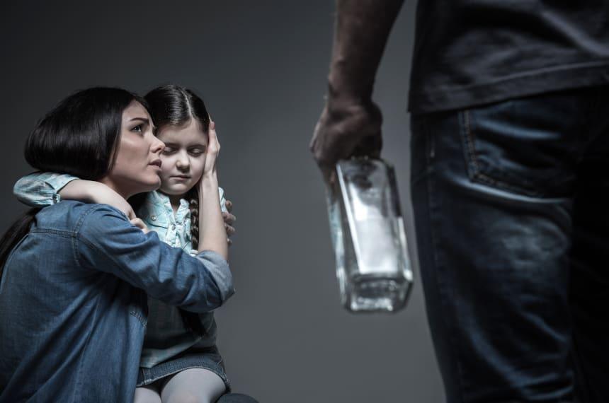 Ubezwłasnowolnienie alkoholika – jak go wysłać na przymusowe leczenie