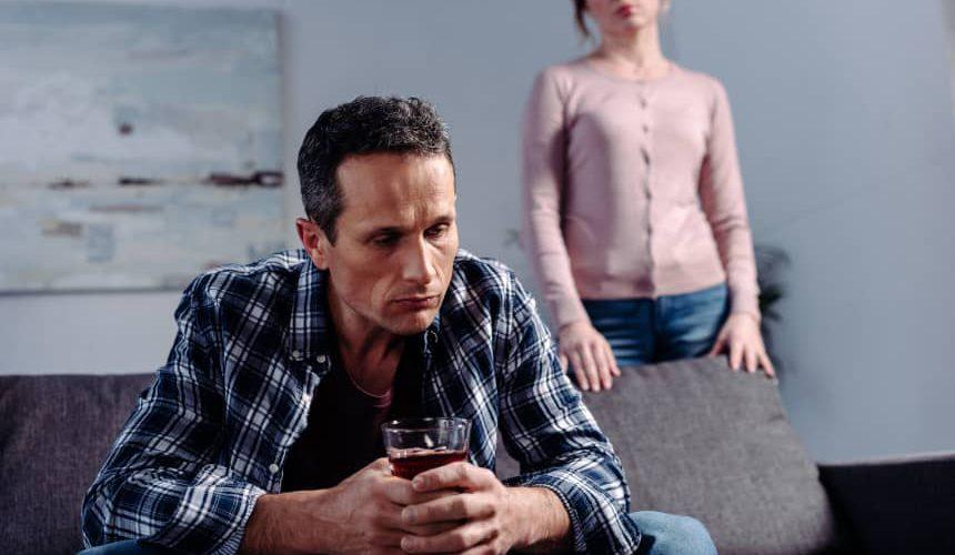 Manipulacje alkoholika, szantaż emocjonalny – jak alkoholik manipuluje bliskimi i rzeczywistością?