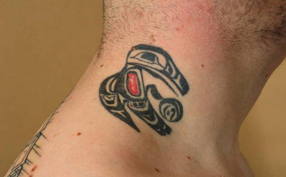 tatuaż na pieprzyku